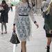 A divatmániás Daisy Lowe csipkeruhájához húzott bakancsot.