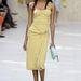 Azért készült a Burberry hordhatóbb darabokkal is 2014 nyarára, például vanília-sárga ruhával.