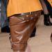 Így megnézhetjük, milyen is valójában az áttetsző szoknya, viselés közben, nem modellalkaton. Siralmas.
