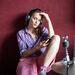 Németh Juci laza, színes stílusához is jól megy, a kék fejest rózsaszín, fehér, fekete ruhadarabokkal érdemes kombinálni.