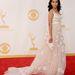 Kerry Washington a People szerint az év legjobban öltözött nője a gálára szépen kidolgozott, fehér Marchesa estélyiben érkezett.