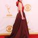 Michelle Dockery hátul masnis Prada ruhája illik a Downton Abbey-hez és az Emmy-hez is.