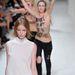 Két FEMEN aktivista berohant Nina Ricci bemutatójára...