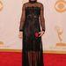Amanda Peet a ruhához tökéletesen passzoló cipőt vett fel, ajkait vörösre festette.