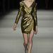 A nyolcvanas évek disco korszakát idéző arany ruha is visszatér a következő szezonban.