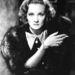 Dietrichen később a Shanghai Express című filmben is látni szmokingot.