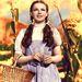 1939-ben az Óz a csodák csodájának köszönhetően hozza divatba Judy Garland a rubinpiros flitteres cipőt, az úgynevezett Dorothy cipőt.