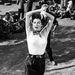 Ava Gardner 1954-ben egy cigány, mezítlábas táncosnőként tűnik fel a filmvásznon.