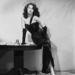 Ava Gardner ruhájával, hosszú kesztyűjével és tökéletesen belőtt hajával maga a megtestesült Femme Fatale az 1946-os The Killers című krimiben.