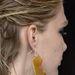 Műanyag fülbevalókat tervezett a Just Cavalli.