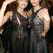 Stella McCartney legújabb csipkeruhájában pózol Miranda Kerrel