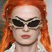 A denevéres napszemüveget Meadham Kirchhoffnak köszönhetjük.