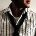 6. típus - A férfi, akinek az inge alól kilóg a pólója.