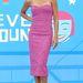 Naya Rivera metálos cipővel és a ruhához passzoló rúzzsal viselte.