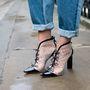 Ezeket a Sophie Webster cipőket mi sem rejtenénk el.