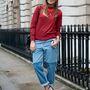 Danielle Bernstein divatblogger is tudja, hogy ez a nadrágfazon felhajtva jó.