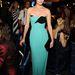 És íme, rengeteg modell, mind Ferragamóban. Amber Valletta modell, tudjuk milyen márka ruhájában.