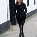 A 39 éves Kate Moss sem mindig tipeg magassarkúban.