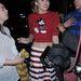 Miley Cyrus Miki egeres felsőben idézi a régi szép disney-s időket.