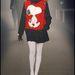 Jean Charles de Castelbajac már 2006-ban elkezdte a cuki rajzfilmes nyomatok használatát, sajnos a snoopys ruha nem, de a kutyával díszített pizsamák kaphatók voltak például a H&M-ben.