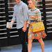 AnnaSophia Robb vastag sarkú szandálban randevúzik New Yorkban.