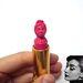 Audrey Hepburn rózsaszín arcképe May Sum rúzsán.
