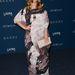 A lepel alatt az ott Drew Barrymore amúgy. A lepel pontos meghatározása pedig Vivienne Westwood Anglomania 'Twisted Puusti' ruha a 2013-as őszi kollekcióból.