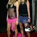 A plázacicák pedig így festettek 10 évvel ezelőtt. Paris és Nicky Hilton.