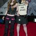 Az Avril Lavigne mellett mutogató Kelly Osbourne például meglepő, de menő lett 2013-ra. Ő se találta még stílusát 2003-ban.
