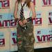 Így nem lett stílusikon Avril Lavigne. 2002, MTV VMA. Manapság estélyiben járnak a celebek erre a rendezvényre.