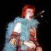 Lángvörös frizura és meglepő kiegészítők a Ziggy Stardust turnén.