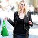 Taylor Momsent bőrdzsekiéért biztos sokan irigylik!