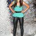 A bőr leggings sok év óta divat, és még marad is egy ideig. Karina Smirnoff táncoson példásan feszül.