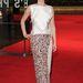 Éjkék hegyesorrú magassarkút vett fel az haute couture ruhához.