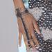 Ez meg Zoe Saldana karkötő-kézfejékszere