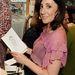 Lucy Siegle brit újságíró, író és környezetvédelmi aktivista 2004 óta a vezeti az Observer 'Ethical Living'néven futó rovatát