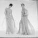 Nehéz újat mutatni a divatban. A képen látható két ruhát egy angol tervező, Ossie Clark álmodta meg.