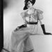 Nem tudni, hogy ki a képen látható modell, de az biztos, hogy ez a fotó 1934-ben készült. Ezzel a felvétellel nyilván a ruhát, és nem a nőt akarták reklámozni.