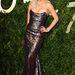 Rita Ora sellőruhában és őszes hajjal jelent meg.