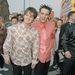 Divatbaki ma már a csicsás ing, a feltűrt ingujj és a felzselézett frizura is. ( Ant és Dec 1996-ban. Ők tévés személyiségek voltak Amerikában.)