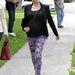 Kristin Cavallari állapotosan viselte Rebecca Minkoff blézerét. Mintás nadrágot húzott fel hozzá.