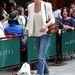 Minden kezdő fashionista kötelező ikonja, Olivia Palermo a törtfehéret választotta és boyfriend jeans-t húzott hozzá.