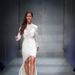 Szekeres Nóra bemutatja Sármán Nóra egyik ruháját a Marie Claire Fashion Weeken.