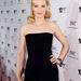Az egyszerű ruhát Blanchett egy aranyszín kockatáskával és fekete, csillogó fülbevalókkal dobta fel a színésznő.
