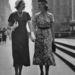 Kifejezetten elegáns volt, mikor fényes nappal kis kalapban jártak a nők.