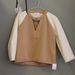 A dekoltált pulóverből is több változat készült, 14 ezer forintba kerül.