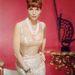 Elsa Martinelli olasz színésznő és modell a hatvanas években viselte ezt a ruhát.