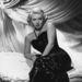 Lana Turner  esete a flitteres ruhával és a dívánnyal 1945-ből.
