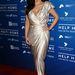 2012. január 14.:  Kim Kardashian egy adománygyűjtésen pózol, ahol a haiti károsultak számára adakozhatott a Beverly Hills-i elit.