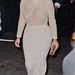 2013. november 18.: Kim Kardashian így viseli a lézervágott ruhát New Yorkban. Lelapított és közszemlére tett mellekkel.